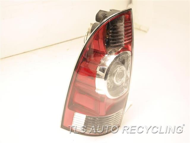 toyota tacoma driver side tail light