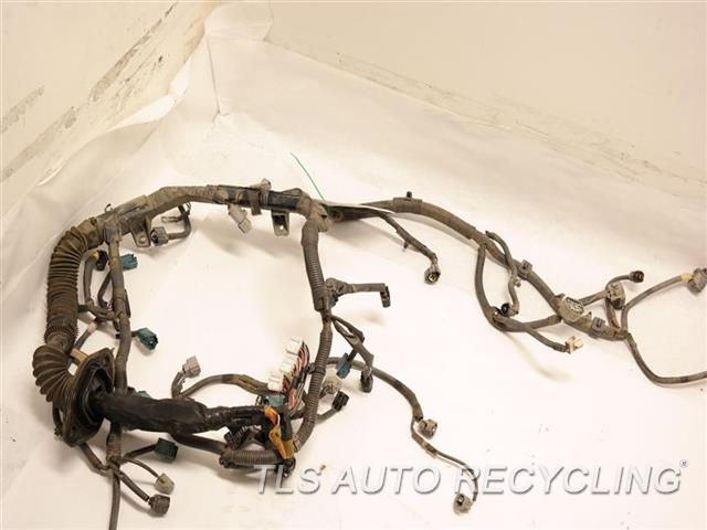 2003 toyota tundra engine wire harness 82121 0010 used. Black Bedroom Furniture Sets. Home Design Ideas