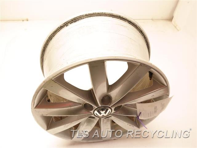 2015 Volkswagen Golf Wheel WHEEL FROM 2013 GOLF, MINOR SCRATCHES 17X7 10 SPOKE ALLOY WHEEL