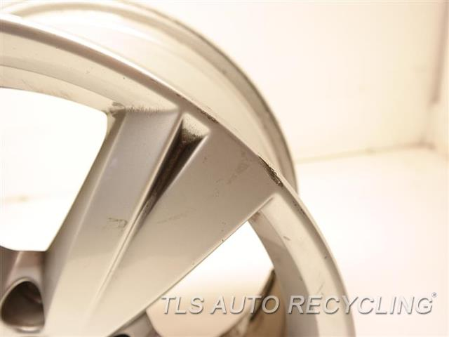 2013 Volkswagen Passat Wheel MINOR CURB RASH, SMALL BENT INSIDE EDGE 000,17X7 (ALLOY), 5 SPOKE