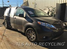 2017 Toyota Sienna Car for Parts