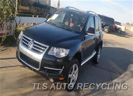Parting Out Stock# 00098R 2008 Volkswagen Touareg