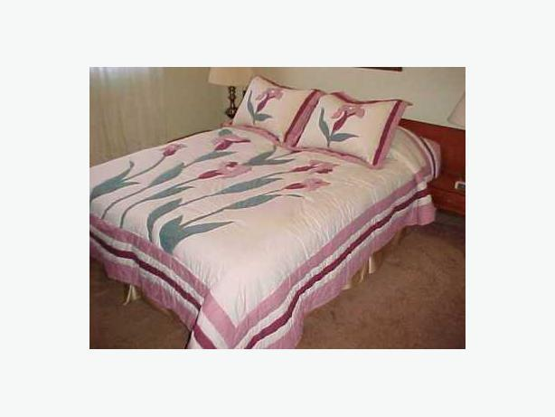 BEDSPREAD AND SHAMS