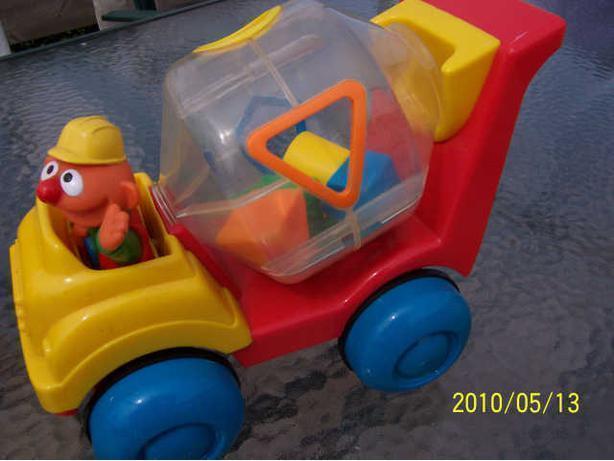 CASSELMAN - camion ciment éducatif avec formes -