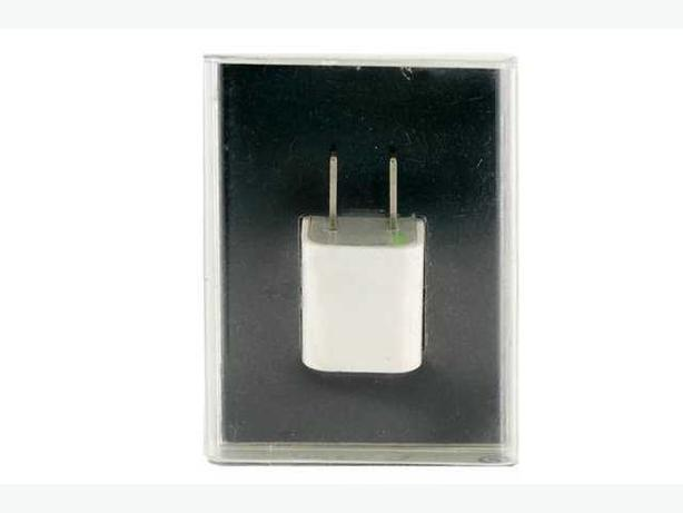 USB Wall Charger for Apple / Samsung / Blackberry - 5 Volt, 1 Amp Output
