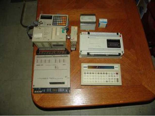 9 Various PLC controllers for sale - 9 controleurs (PLC) varies