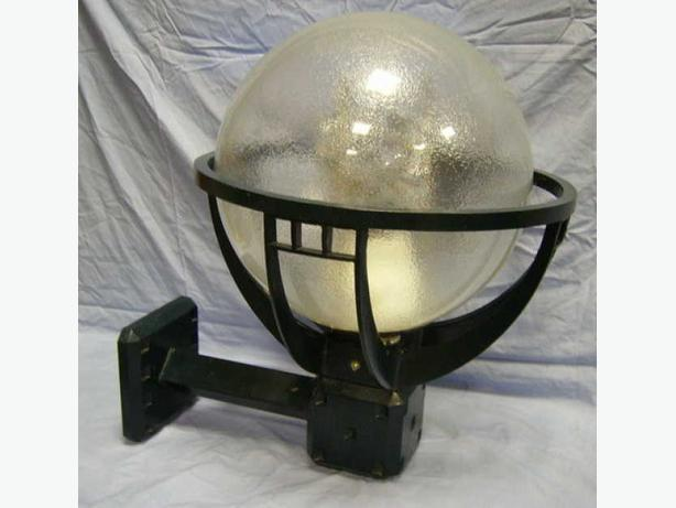 WALL MOUNTED LIGHT FIXTURE 175 watt METAL HALIDE
