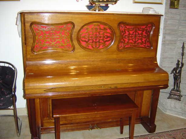 Piano Sohmers Antique in good condition with bench.