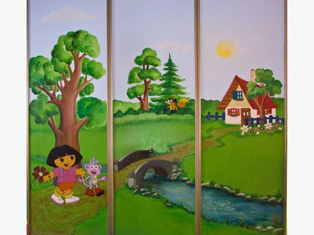 Dora mural sliding doors