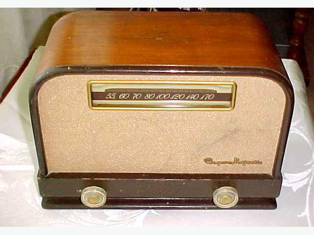 ANTIQUE ROGERS MAJESTIC RADIO