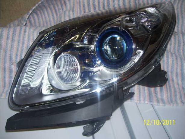 2011 Buick Enclave left head light