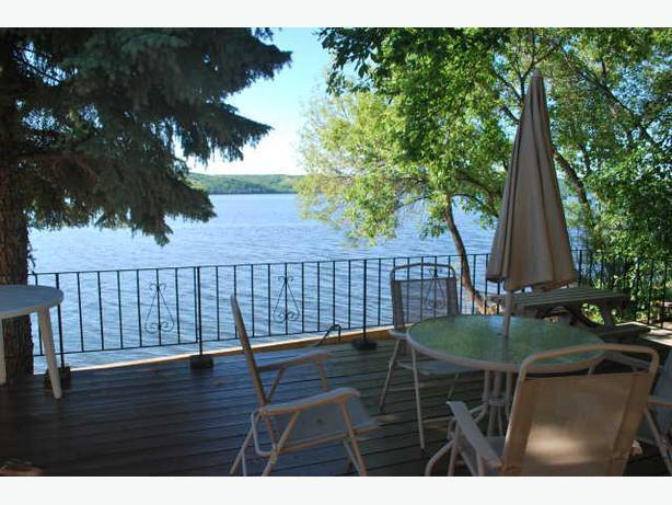 Lakefront cottage for rent on Pasqua Lake in the Qu'Appelle Valley