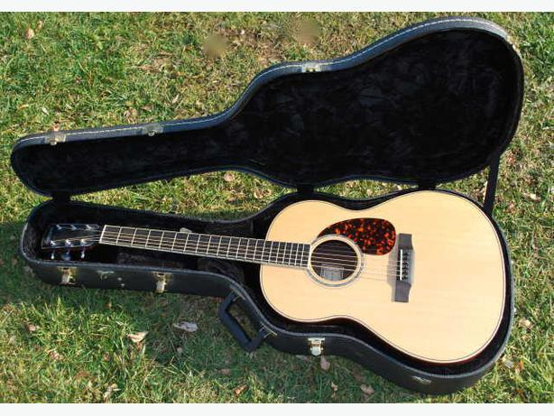 LARRIVEE GUITAR MODEL L-09...