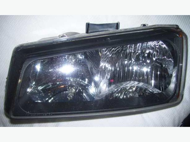 2006 GM truck left head light