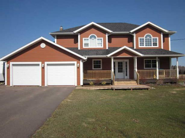 House for sale 2 3 car garage prince county pei for 3 car garage house for sale