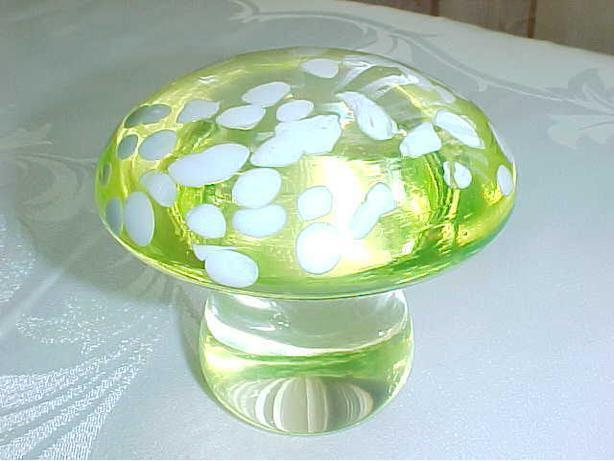 VINTAGE GREEN GLASS MUSHROOM