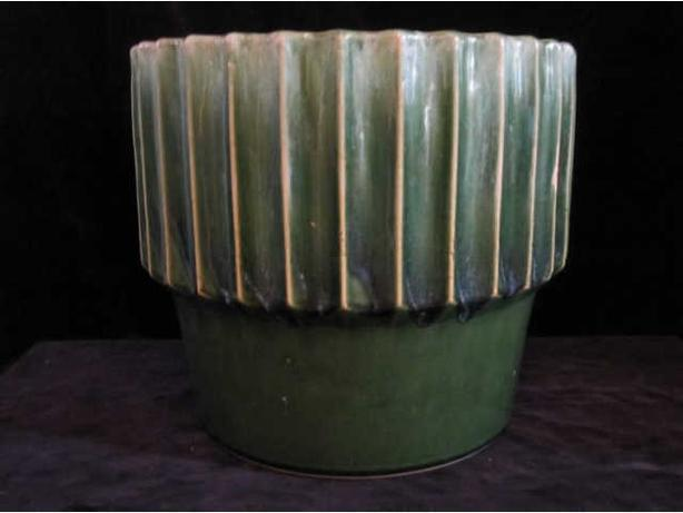 Roseville Ohio pottery Jardiniere with stunning green majolica glaze & design