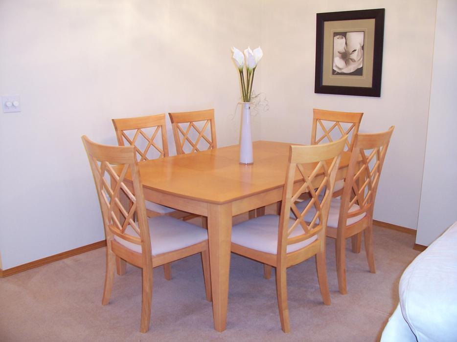 Reduced Honey Maple Kitchen Table And 6 Chairs Oak Bay Victoria