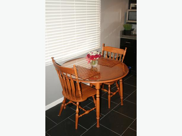 Reduced Beautiful Roxton Maple Dining Room Table And Chairs