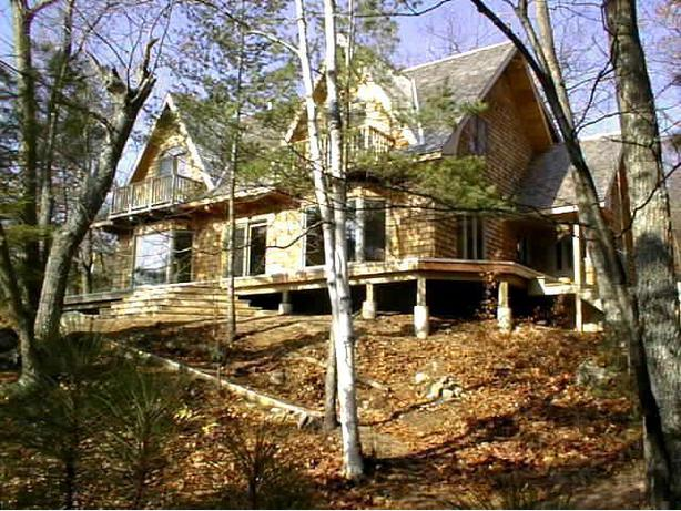 Five bedroom, 2,850 sq ft cottage on 2 acre site with ~1,000 feet waterfront