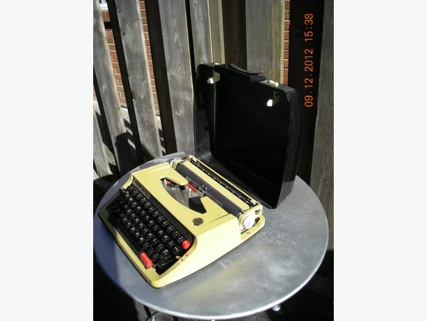 typewriter manual with case