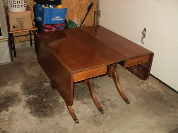 Antique Duncan Phyfe style drop leaf table