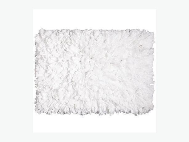 WANTED: I would love a white or dark brown shag rug