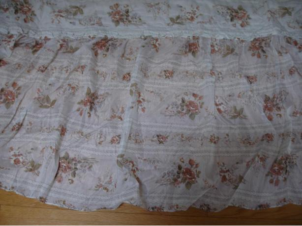 Nice Clean Floral Design Double Size Bed Spread Great condition