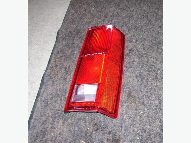 2005 GMC Cargo Van right tail light