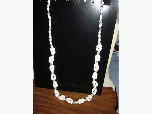Brand New Beautiful Shell Necklace  - Excellent Condition! $7
