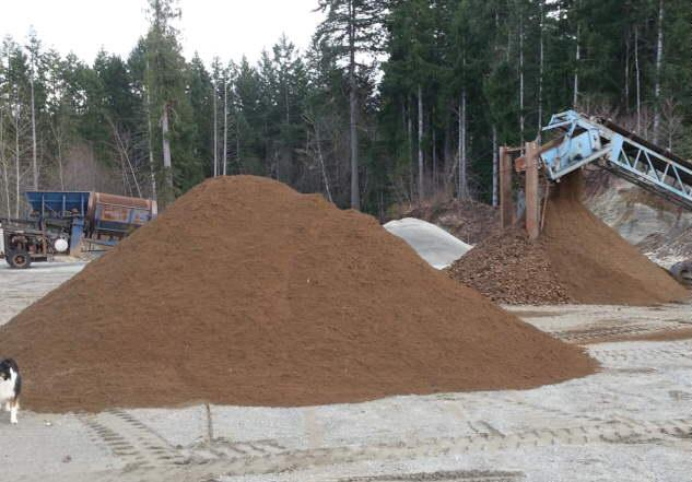 Topsoil lawn and garden sand pea gravel driveway chips for Lawn topsoil