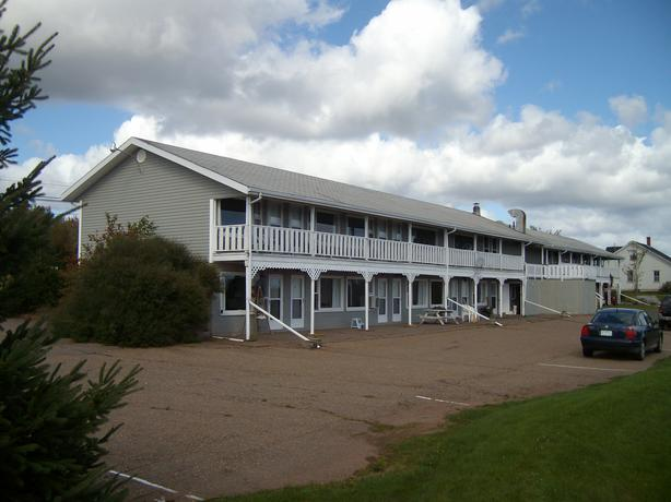 Motel/Restaurant near Basin Head, PEI