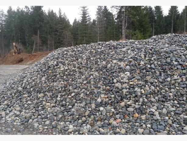 Top soil mulch river rock pea gravel outside nanaimo for Black garden soil
