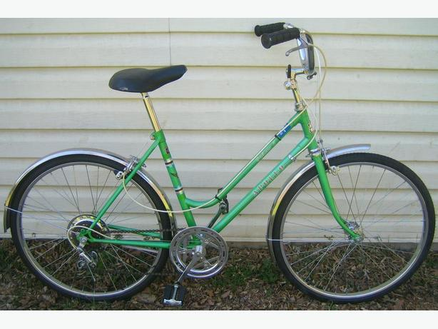 "Apollo - Galaxy 5 - Mid-sized Antique Cruiser with new 24"" tires"
