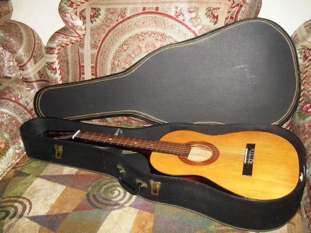 vintage winston 6 string acoustic guitar with case circa 1960s very nice central ottawa inside. Black Bedroom Furniture Sets. Home Design Ideas