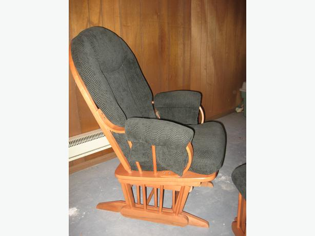 gliding rocking chair with ottoman fauteuil bercant avec. Black Bedroom Furniture Sets. Home Design Ideas