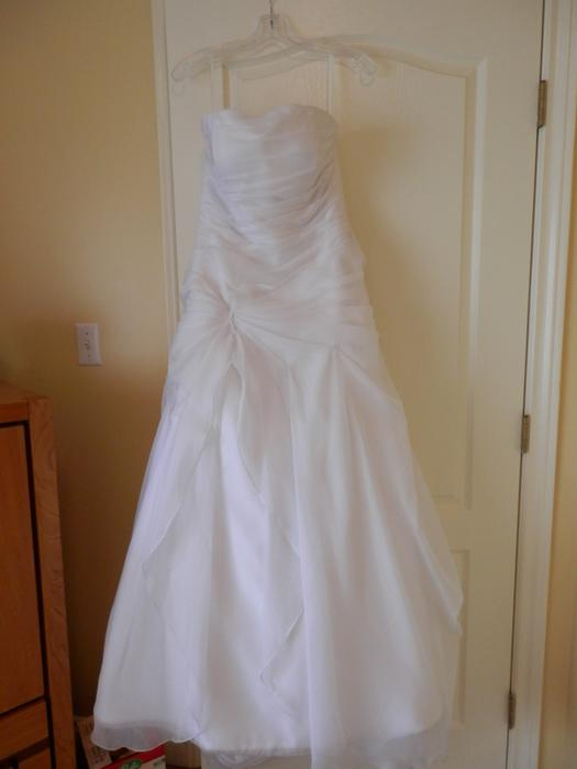 Beautiful wedding dress north saanich sidney for Used wedding dresses victoria bc