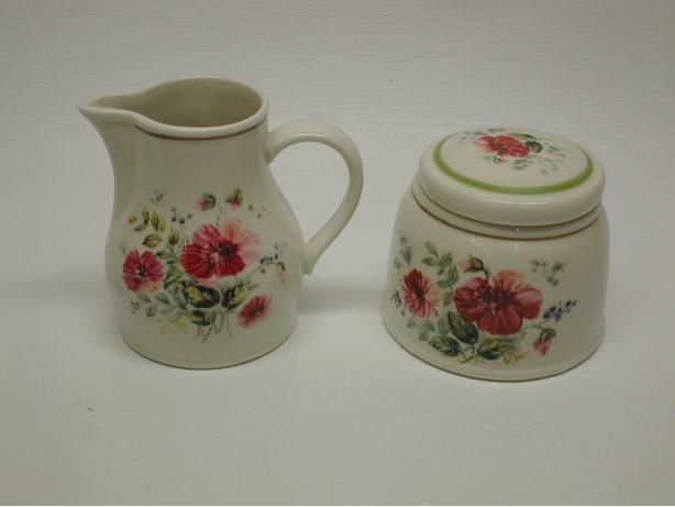 "Nice Royal Albert "" Rougefield Pattern "" Cream and Sugar Set"