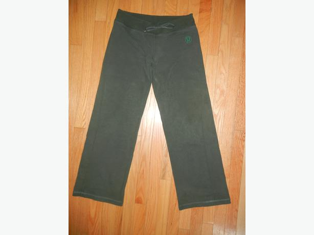 Mint Condition Lululemon Dark green Size 8 pants!!!!