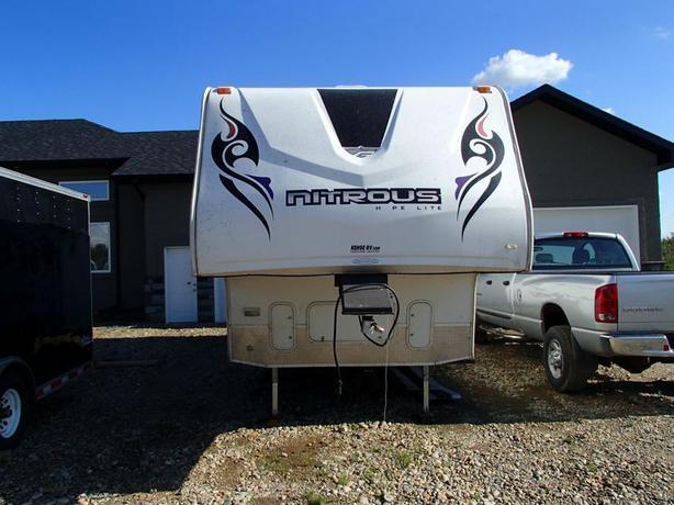 2007 Fleetwood Nitrous Hyperlite Toyhauler Fifth Wheel
