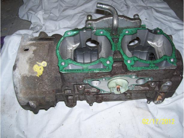 Skidoo Formula Deluxe Z MXZ 583 engine cases crankcase