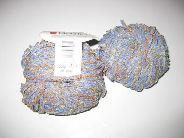 2 balls Gedifra Poesie variegated purple, gold, orange