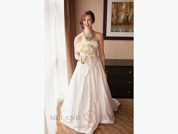 Wedding Dress Alterations Halifax : Needed ? beautiful one of a kind paloma blanca wedding gown