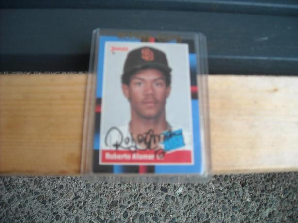 AUTOGRAPHED ROBERTO ALOMAR ROOKIE CARD