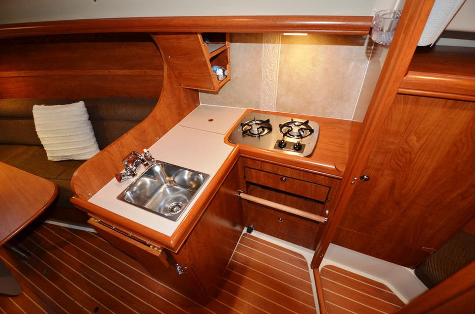 27 39 hunter sloop 2011 oak bay victoria mobile Propane stove left on overnight