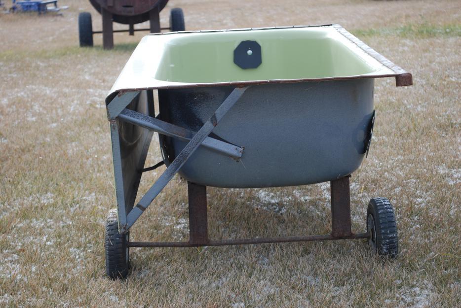 Cattle hay feeders on wheels