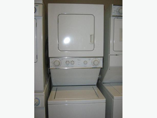 "24"" WIDE APARTMENT SIZE STACKER BY WHIRLPOOL 3 YRS OLD LIKE NEW !!"