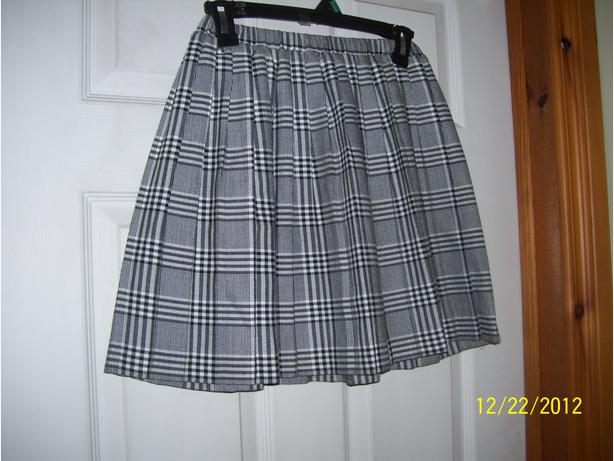 Girl's grey plaid pleated skirt Size L  12-14