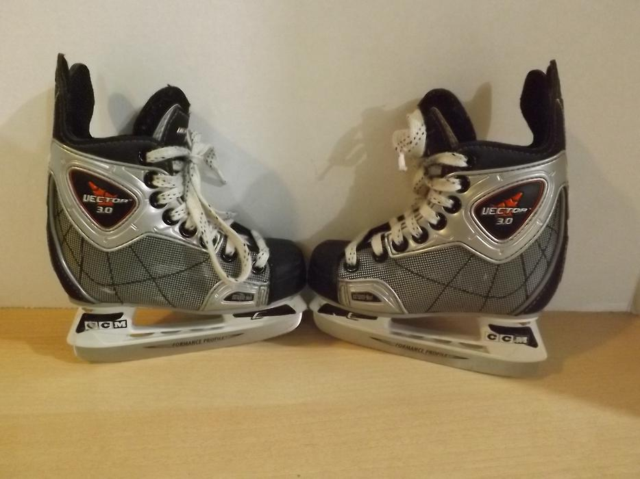 Childrens Toddler Size 9 CCM Vector 3.0 Hockey Skates ...