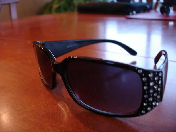 Brand New Stylish Lady Black Sunglasses with UV400Lens/RhinestonesDecorated